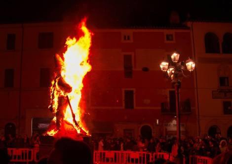 carnevale-civitonico-rogo-del-puccio-2016-brigante-gasperone